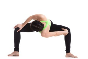 4 yoga poses to detox your body and mind  slendher
